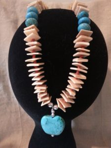 Golden Lip Shell Necklace with Apple pendant